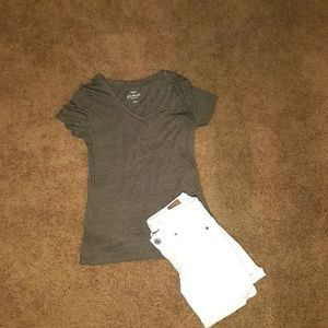 american Eagle sz 0 shorts with fitted tshirt